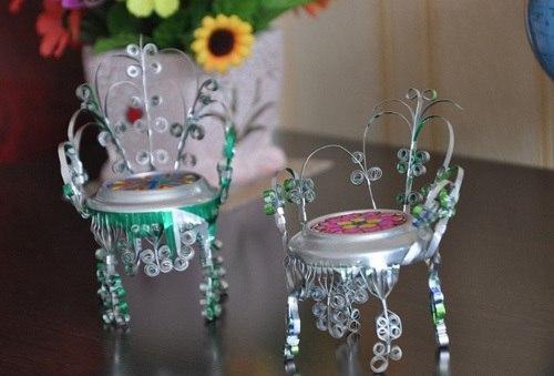 Miniatiūrinės kėdutės iš skardinių dėželių