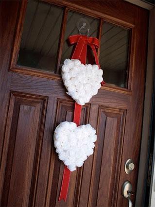 baltos rozyciu sirdeles ant duru Valentinui