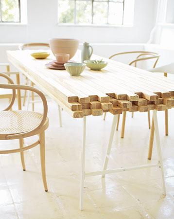 stalas iš medienos blokelių