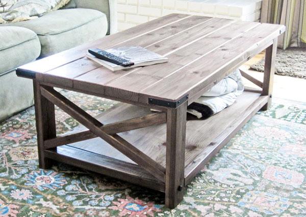 tvirtas medinis staliukas
