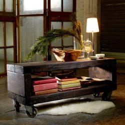 staliukas iš senų storų lentų