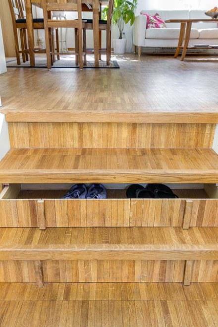batų dėžė laiptų pakopose