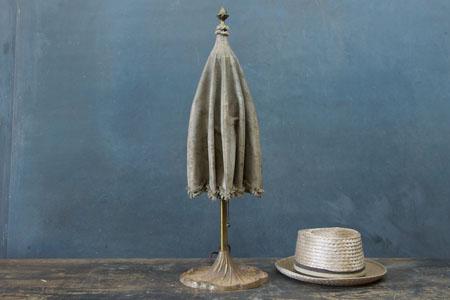sugaubtas, skėčio formos stalinės lempos gaubtas