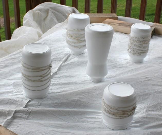 stiklainiai, apvynioti siūlais, nudažyti