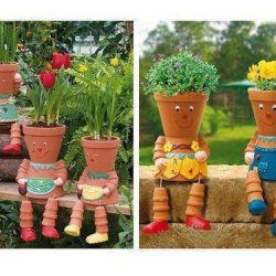 sodo dekoracijos žmogeliukai iš vazonėlių