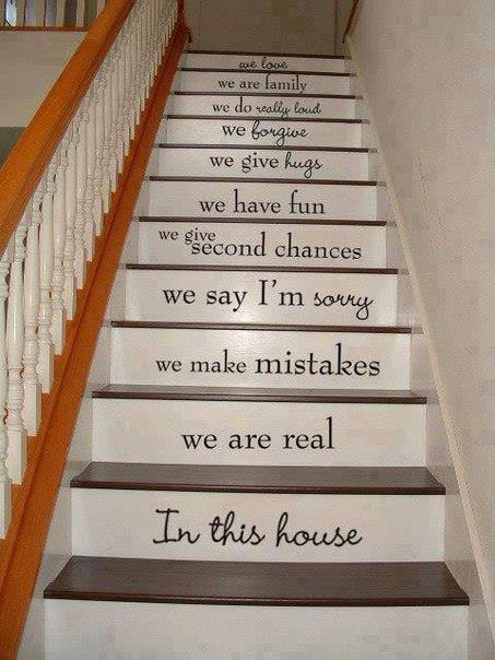 laiptai su užrašais ant pakopų