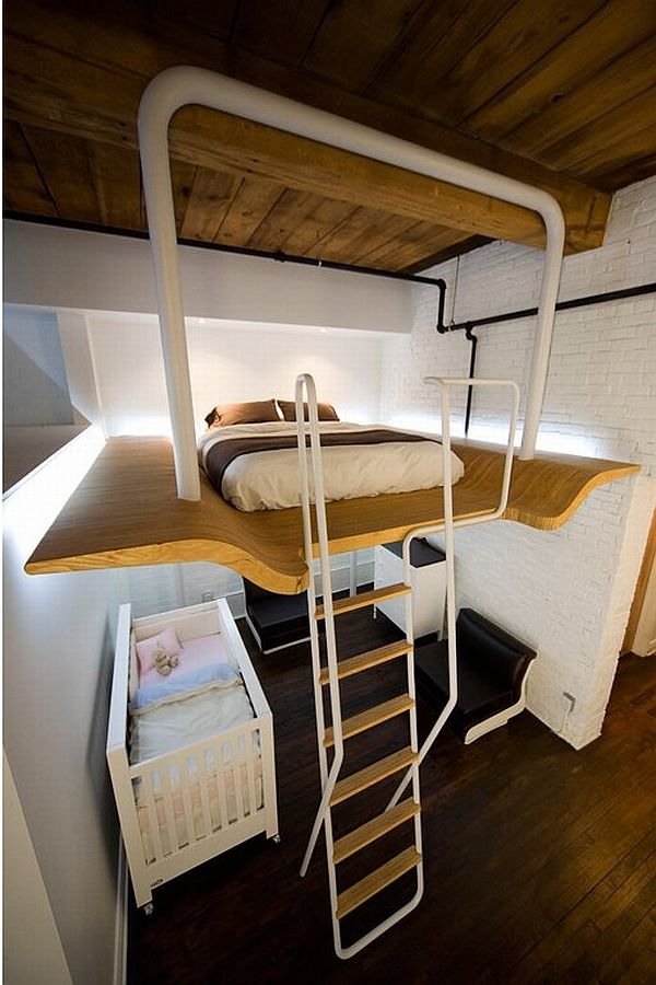 nedidelis butas lova palubėje