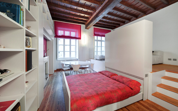 raudona lova po pakylos grindimis istraukta