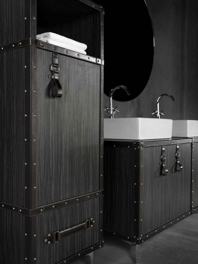 lagaminas spinteles voniai