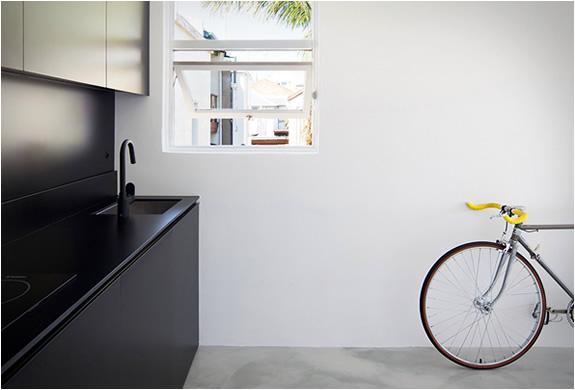 joudos spinteles, langas, dviratis