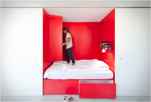 nedidelis butas, raudonas miegamasis