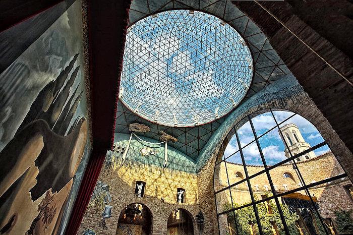 dali-museum-cem-stogas kiemas