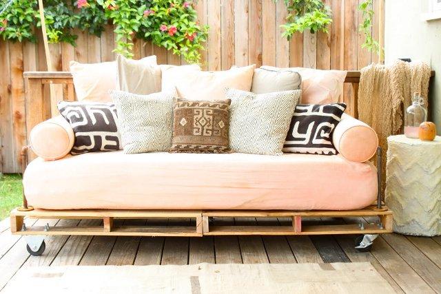 minksta sofa ant ratuku paletes