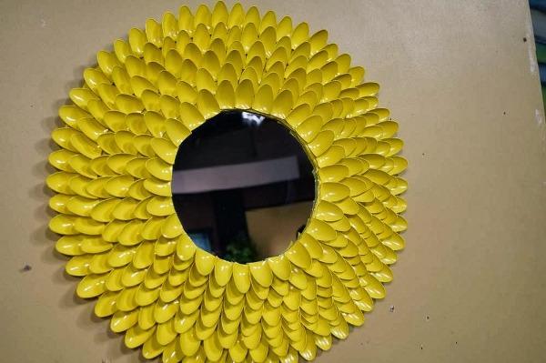 geltoni sauksteliai veidrodis