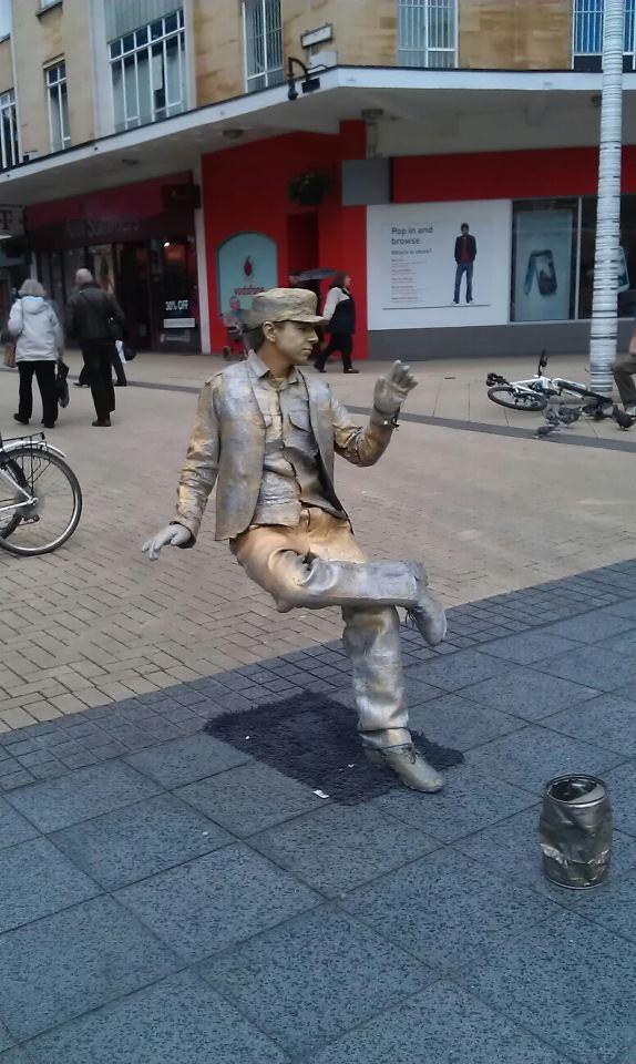 gyva gatves skulptura